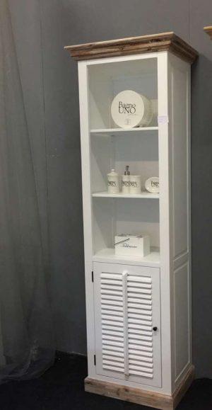 Landelijke witte boekenkast