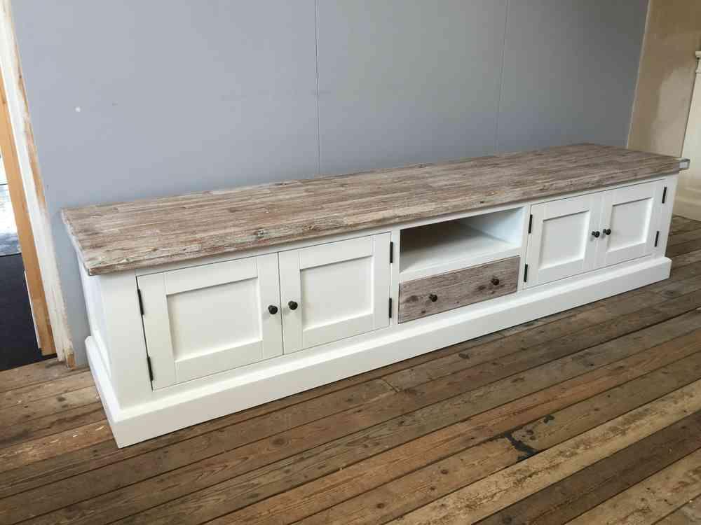 Landelijk wit tv meubel met shutters, 160 cm. Mei leverbaar.