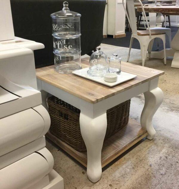 Landelijke witte salontafel
