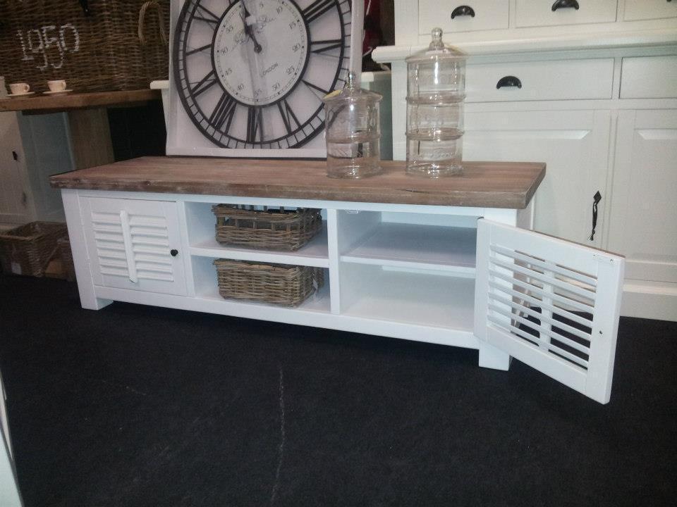 Landelijk wit tv meubel met shutters, 160 cm    Ans Woonshop